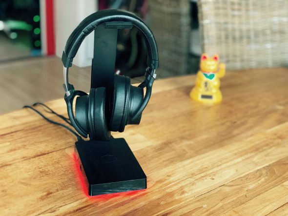 Review: Cooler Master GS750 headset-stand